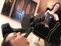 The good and obedient boot slave